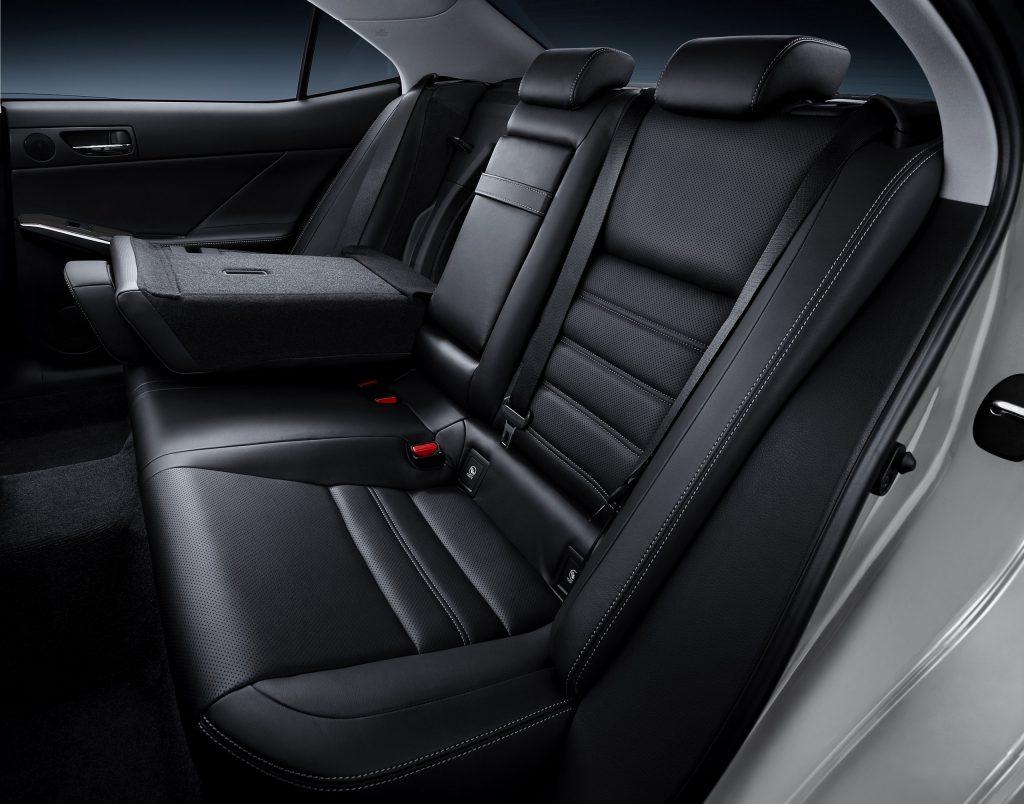 lexus-is-300h-interior-europe-13