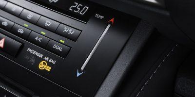 lexus-is-300h-interior-europe-15