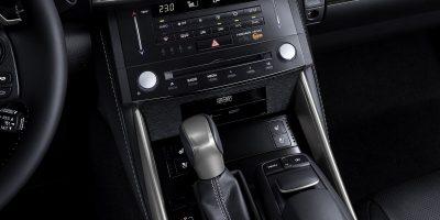 lexus-is-300h-interior-europe-16