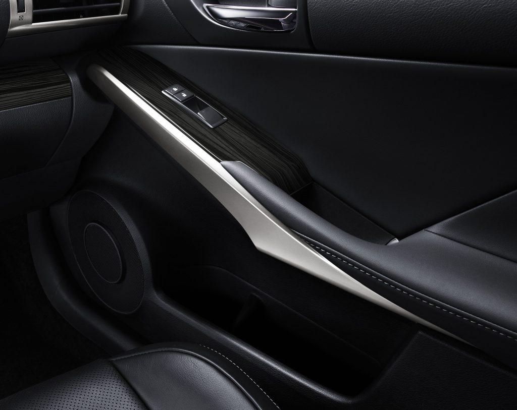 lexus-is-300h-interior-europe-7