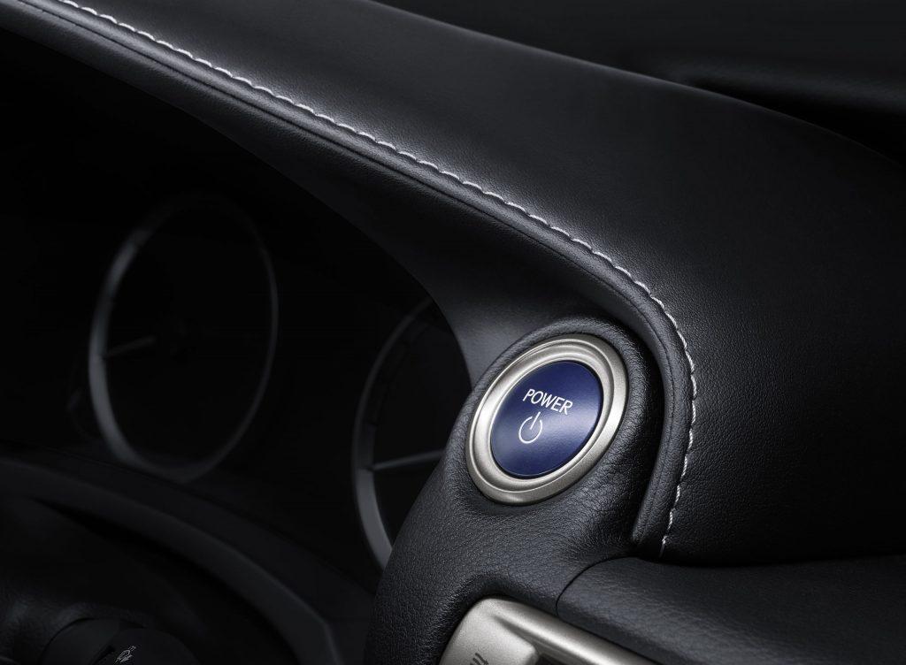 lexus-is-300h-interior-europe-8