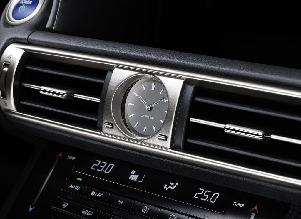 lexus-is-300h-interior-europe-9